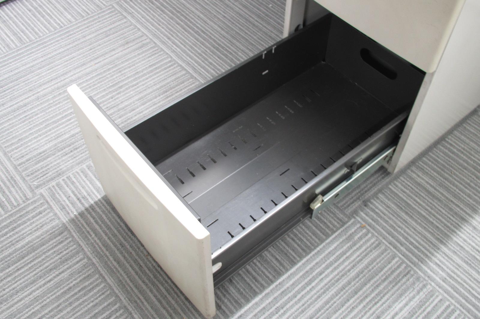 入れ替えに是非!超定番モデル!収納が多い4段引き出し![SD Desk system](中古)