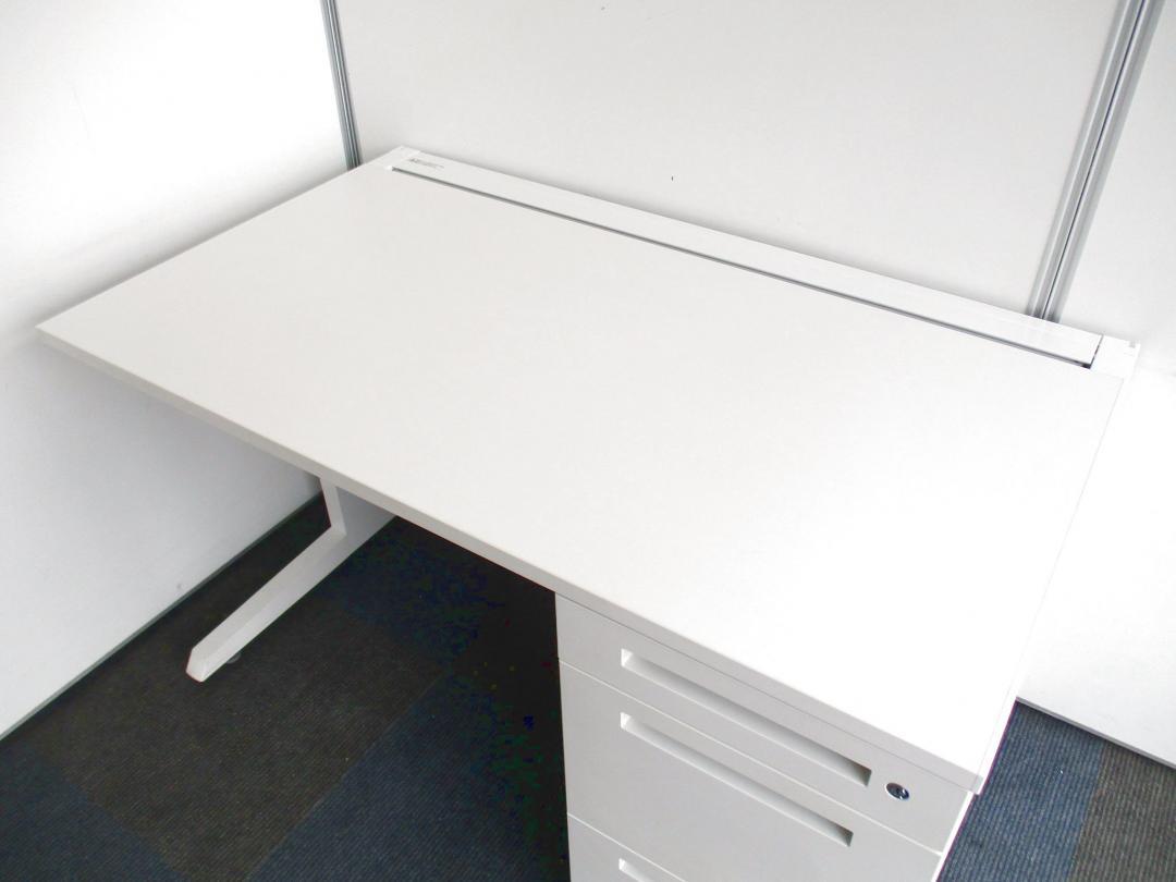 【17台纏まった入荷!】ホワイトカラーの片袖机!【定番の1200mm幅!】[CZR DESK](中古)