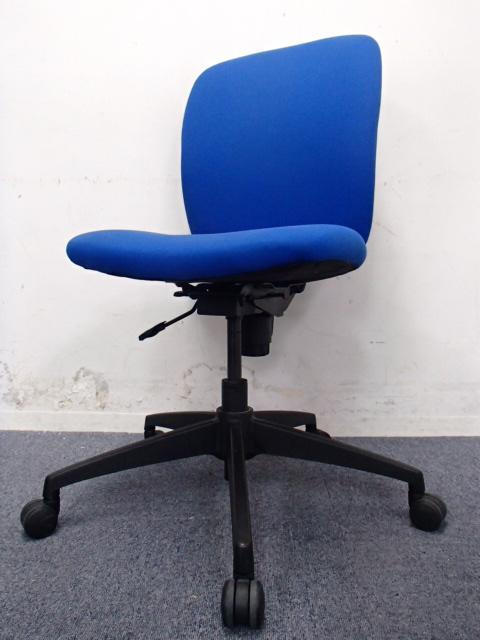 【おつとめ品】スチールケース製|アプトチェア|ブルーが鮮やかな使いやすいチェア!