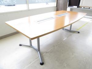 [限定1台です!!]岡村製作所(okamura) 会議テーブル ラティオシリーズ 横幅2400nn■4~6名様でのご利用におすすめ!!天板にヒビがある為、お安くご案内させて頂きます!!※おつとめ品