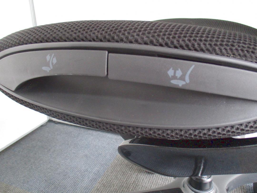 【2010年グッドデザイン賞受賞!】オフィスチェアとカーデザインの融合!【肘付きチェア!】(中古)