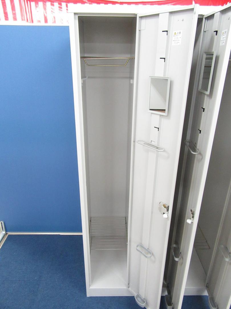 [おつとめ品]イトーキ(ITOKI) 3人用ロッカー■左側・真ん中の扉のたてつきが悪い為、お安くご案内させて頂きます!![各扉鍵1本付](中古)