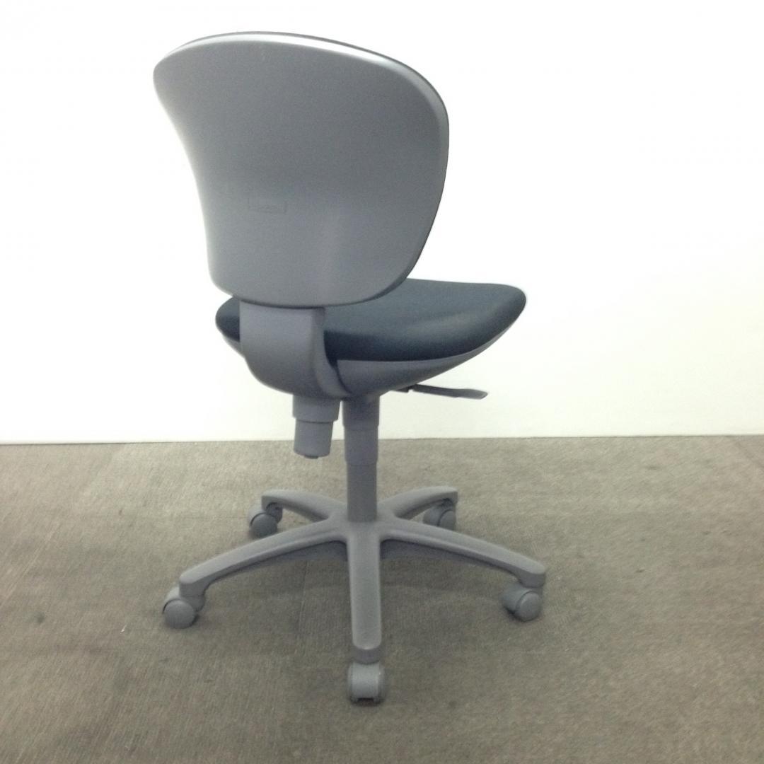 【4脚入荷!】ブラックで落ち着いたオフィスを雰囲気に! レグノチェア[LEGNO](中古)
