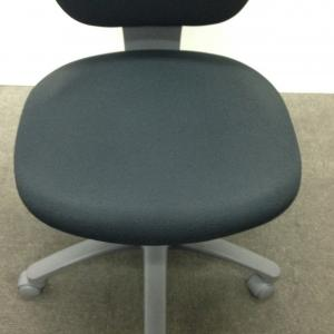 【4脚入荷!】ブラックで落ち着いたオフィスを雰囲気に![LEGNO](中古)