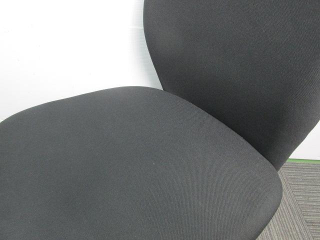 【セット商品】平机と肘無しチェア 白と黒の定番カラー(中古)