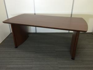 【在庫入替セール】【重厚な木製テーブル】存在感のあるミーティングテーブル オカムラ製 ※少々傷あります