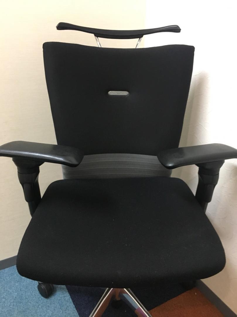 座り心地のよい中高級クラスの定番の椅子です。背もたれの安定感は同じクラスの他メーカーの商品と比べて群を抜いてます![feego](中古)