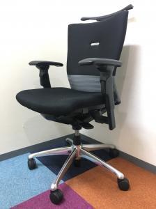 座り心地のよい中高級クラスの定番の椅子です。背もたれの安定感は同じクラスの他メーカーの商品と比べて群を抜いてます!
