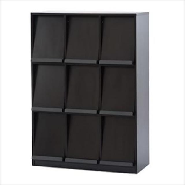 【雑誌や書籍をディスプレイ収納】前扉の跳ね上げ式なので、収納力も抜群。