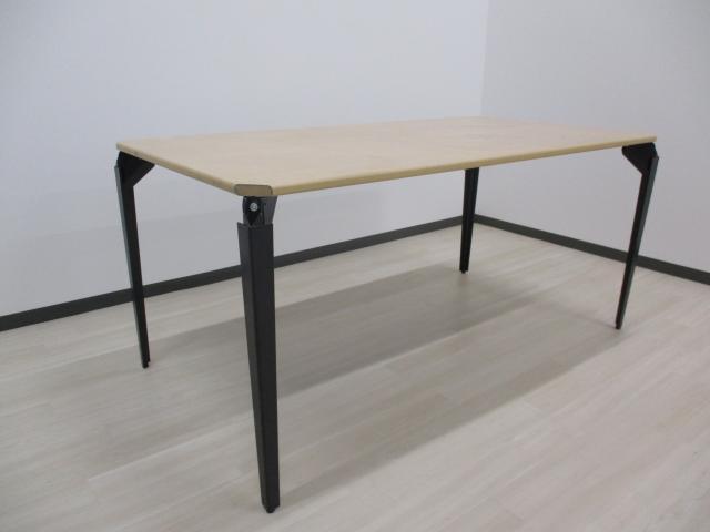 【1台限定‼】【折り畳み可】イトーキ製 ミーティングテーブル■角が切られております。写真をご確認下さい。