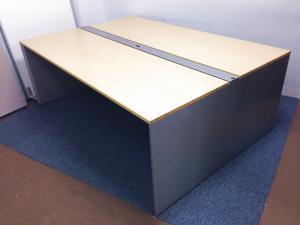 【12人使用推奨サイズのチームテーブルが入荷!】新品では手の届かないトップ品質を中古でお値打ちに!【フリーアドレスデスク】【ナチュラル天板】