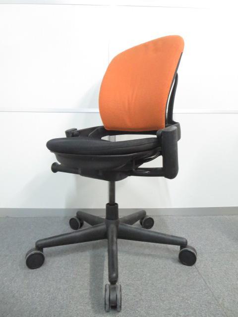 【人間工学に基づいた快適な座り心地!】■スチールケース リープ オレンジ 肘無タイプ【Steelcase Leap】