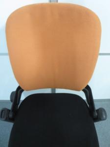 ■リープチェア(Leap) オレンジ ■人気のスチールケース(Steelcase)ブランド ■【在庫入替に伴い今だけの特別価格!】【β】[leap](中古)