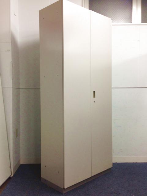 【8台入荷!】【これ1本で収納上手!事務所もすっきり!】大容量収納の両開き書庫!|カギもお付けします!【イトーキ製】【シンラインンキャビネット】