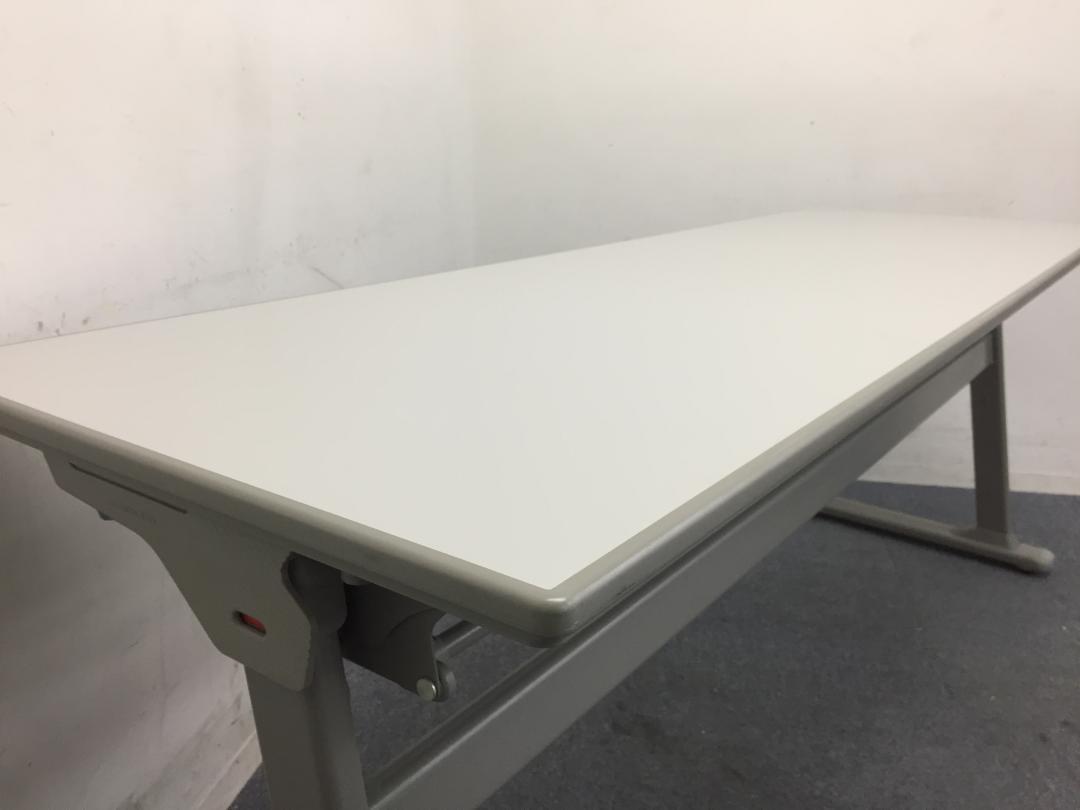 【5台入荷】使わないときは壁際へ|使い分けができるテーブル|オカムラ製|幕板なし|その他シリーズ(中古)