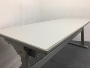 【5台入荷】使わないときは壁際へ 使い分けができるテーブル オカムラ製 幕板なし その他シリーズ(中古)