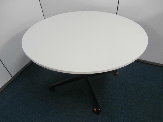 【1台限定入荷!!】折り畳める丸テーブル!!|その他シリーズ(中古)