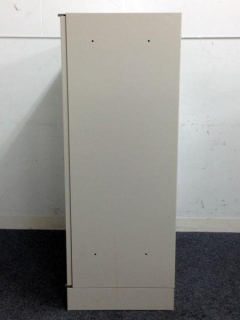 【オカムラ】定番の両開き書庫 !!ベース厚めでしっかりと設置可能!!サイズ特殊で少しお安く                         42                                      中古