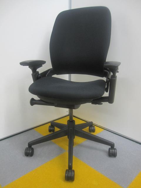 大量在庫!!今なら23脚あります!リープチェア!長時間の作業を行う方や、PC作業の多いお仕事の方にはおすすめです。腰痛でお困りでしたらこの椅子です。