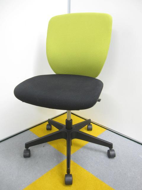 座り心地も良く、多機能なチェアです。座奥調整機能・背当て(ランバーサポート付)