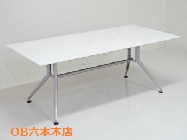 【地方倉庫在庫品】ホワイトのテーブルで空間を爽やかに!!【754】【RA】