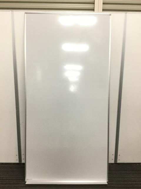 【在庫入替】縦長仕様の壁掛けホワイトボード 横向き用のマーカー受け付き オカムラ製