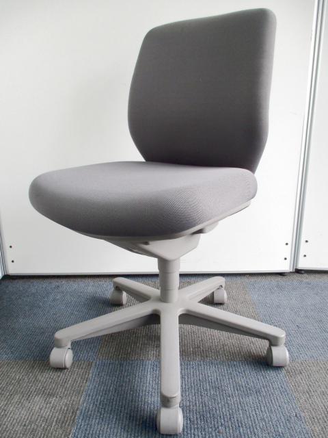 【纏めて16脚入荷です!】座に注目!2層構造のクッションでやさしい座り心地!【グッドデザイン賞受賞のオシャレなデザイン】【B】