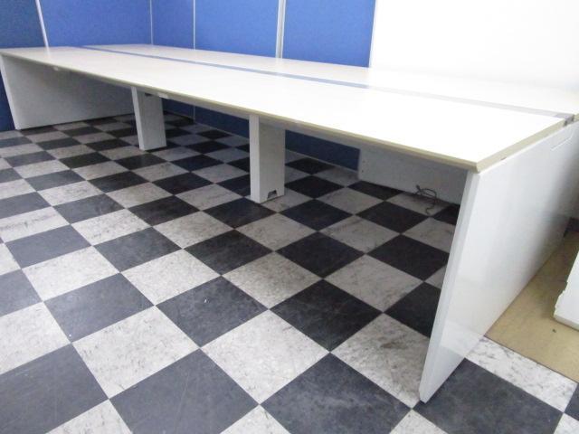 【増員や特定の席を設けないオフィスにぴったり!】オカムラのフリーアドレスデスクです!!【幅3200】幅1600天板×2枚 ※天板:ナチュラル、脚:ホワイト【中古オフィス家具】【さいたま市】