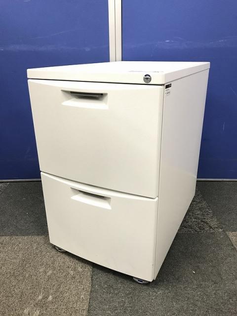大量入荷!!ロットで入荷したホワイト色のワゴン!最近の流行り色ですのですぐ売れます。