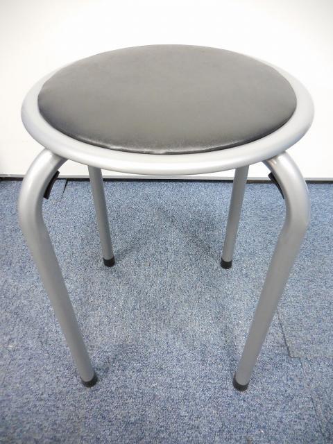 【省スペース】【楽々収納】不二貿易製、便利な丸椅子入荷