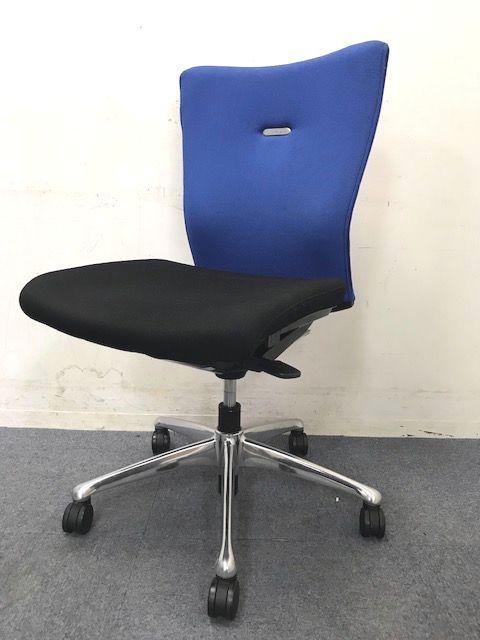 【12脚入荷!】オカムラ製フィーゴチェア!|ブルー×ブラック|上質な座り心地をあなたに!