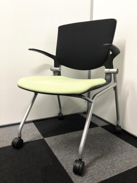 【大量入荷】横にスタック(重ねる)事が出来るキャスター付き会議椅子入荷!明るいグリーンでミーティングスペースにおすすめ!