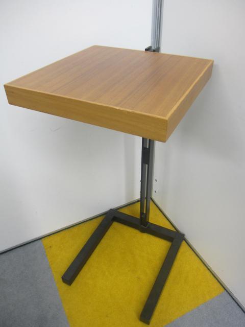 電話台としてはもちろんのこと、ちょっとした小物置きとしても、サイドテーブルとしてもご利用頂けます!! ※アジャスター無しのためお安くなっております