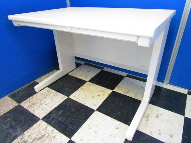 【大量入荷で安い!】幅が1000mmの使いやすい平机!コンパクトな大きさで邪魔にならなず限られたスペースを有効活用!大量に設置可能!ホワイト色でオフィスを明るく元気に!【中古オフィス家具】【さいたま市】