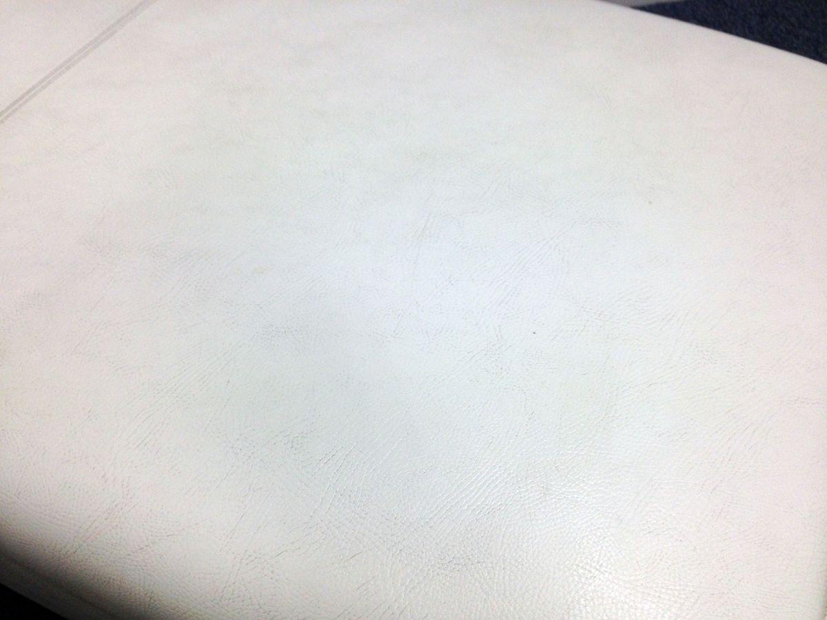 【2台入荷!】連結可能なロビーチェア 【ホワイト】ビニール素材でお手入れ楽々 その他(中古)_2