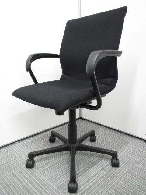[背座一体の安定感ある座り心地]オフィスチェア 米国スチールケース社製 プロテジェチェア 肘付 ローバック
