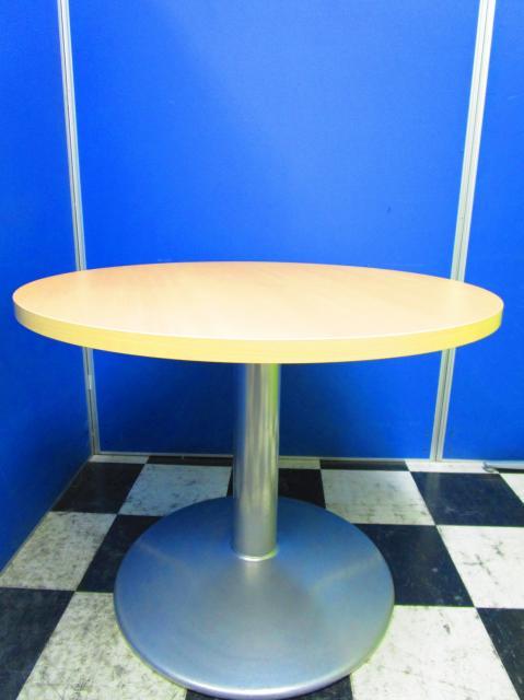 【休憩室のお供に】木目の丸テーブルはいかがでしょうか【中古オフィス家具】【さいたま市】