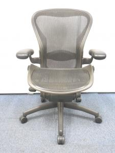 【商品入れ替えの為特別価格】憧れのチェアがリユースならではのお手頃価格で手に入るチャンス! アーロンチェアBタイプ■バナナクッション[Aeron chair](中古)