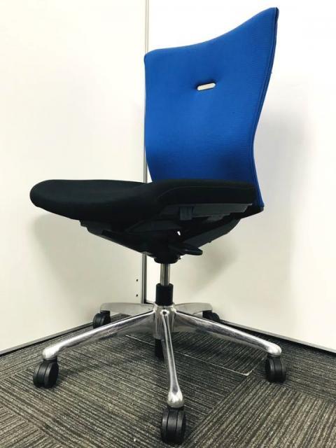【執務室or会議室どちらにも使える万能デザイン&高機能チェア】ツートーンカラーがオシャレにオフィスを彩ります!