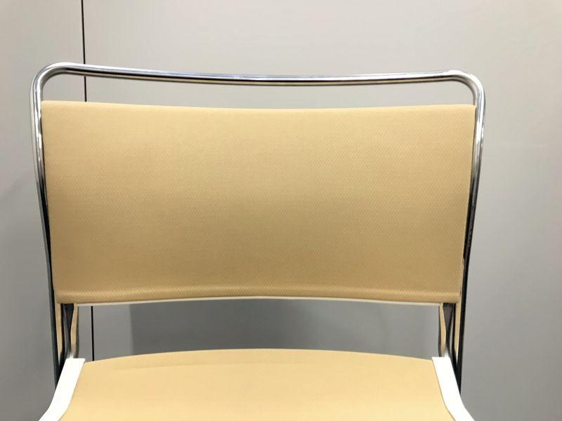 【大量入荷】【会議室のチェア】イトーキ製 ルベック(Luvek)収納時邪魔になりにくい積み重ね可能なチェア[Luvek](中古)