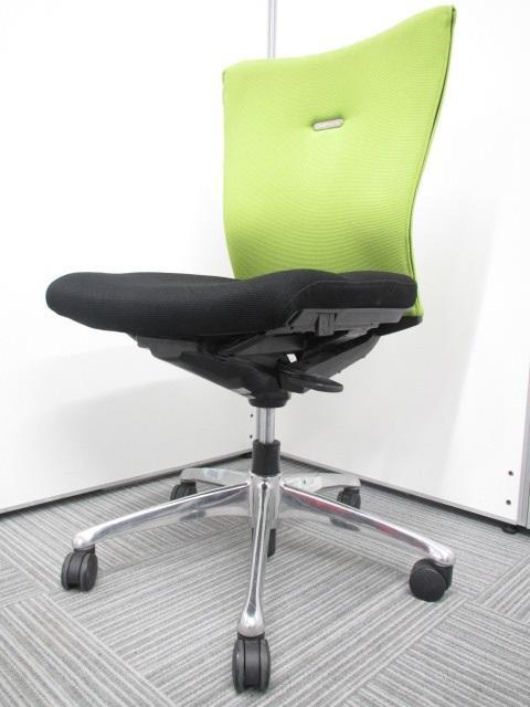 【人気シリーズ】オカムラ フィーゴチェア|草原を思わせる爽やかなグリーン!明るいオフィスにぴったりです!
