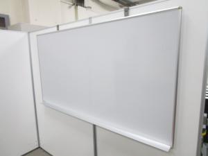 【リユースだと珍しい壁掛け式のホワイトボードが1台のみ入荷】自立させるスペースが無い方にオススメ!