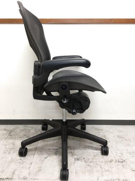 今もなおオフィスチェアの中で不動の地位を築き続けるアーロンチェアがロット入荷致しました。  [Aeron chair](中古)