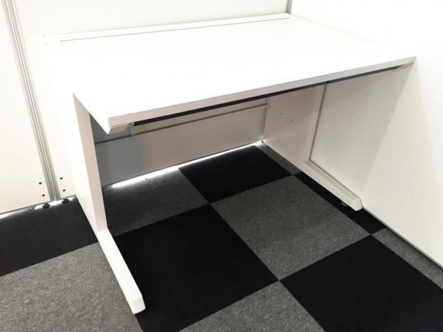 【ホワイトデスクが12台入荷】引き出しも付いているシンプルデスク入荷!綺麗な白でオフィスにぴったり!