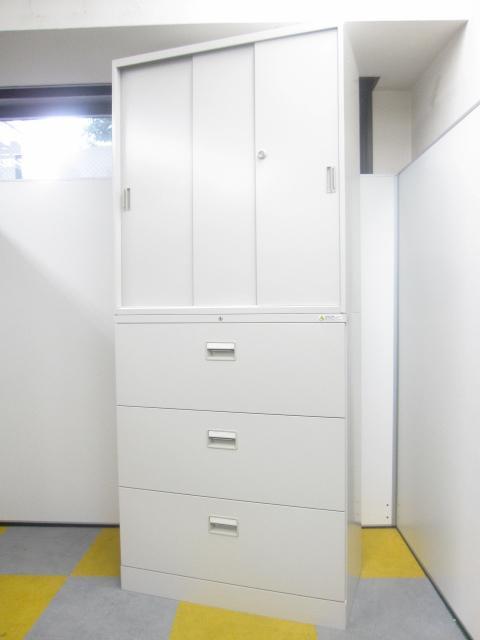 上:3枚引戸 下:3段引き出しタイプの上下書庫セット!!3枚引戸は扉が2枚引戸よりも開いて視認性が抜群です。