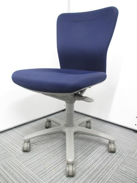 【弊社内で誰もが欲しがる定番シリーズ!!】永年愛されてきたカロッツァチェア!!人気のため、4脚追加入荷いたしました!! シンプルな事務椅子 オフィスチェア 肘無し