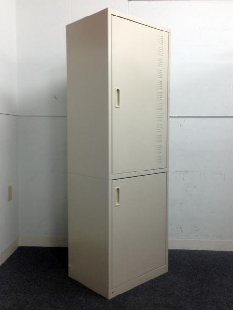 【事務所の片隅の必需品】スリムな幅60cm|食器収納キャビネットが1台のみ入荷!