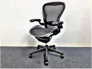 【訳アリ】【補修有り】世界的に有名なエルゴノミクスチェア!!ハーマンミラー 【Aeron Chairs】標準サイズのBタイプ