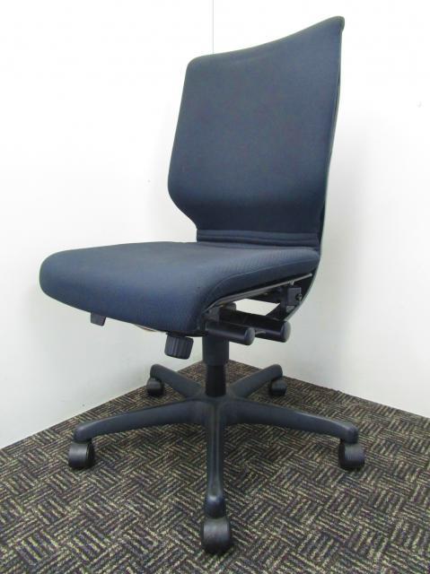 快適な座り心地!ロッキングの段階調節が可能!人気のブラック【中古オフィス家具】【さいたま市】