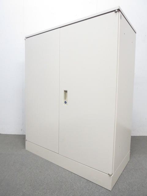 【オフィスにフィットする定番デザイン!】■オカムラ 両開き書庫(天板付)
